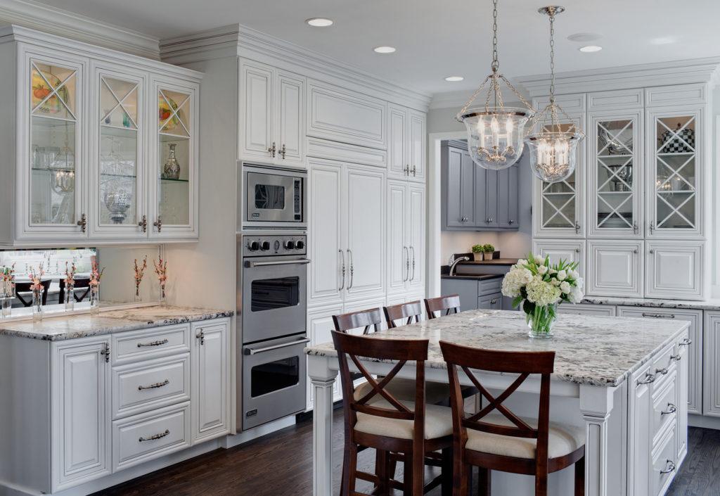 Американский стиль в светлой кухне
