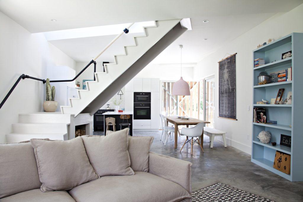 Американский дизайн в светлой гостиной