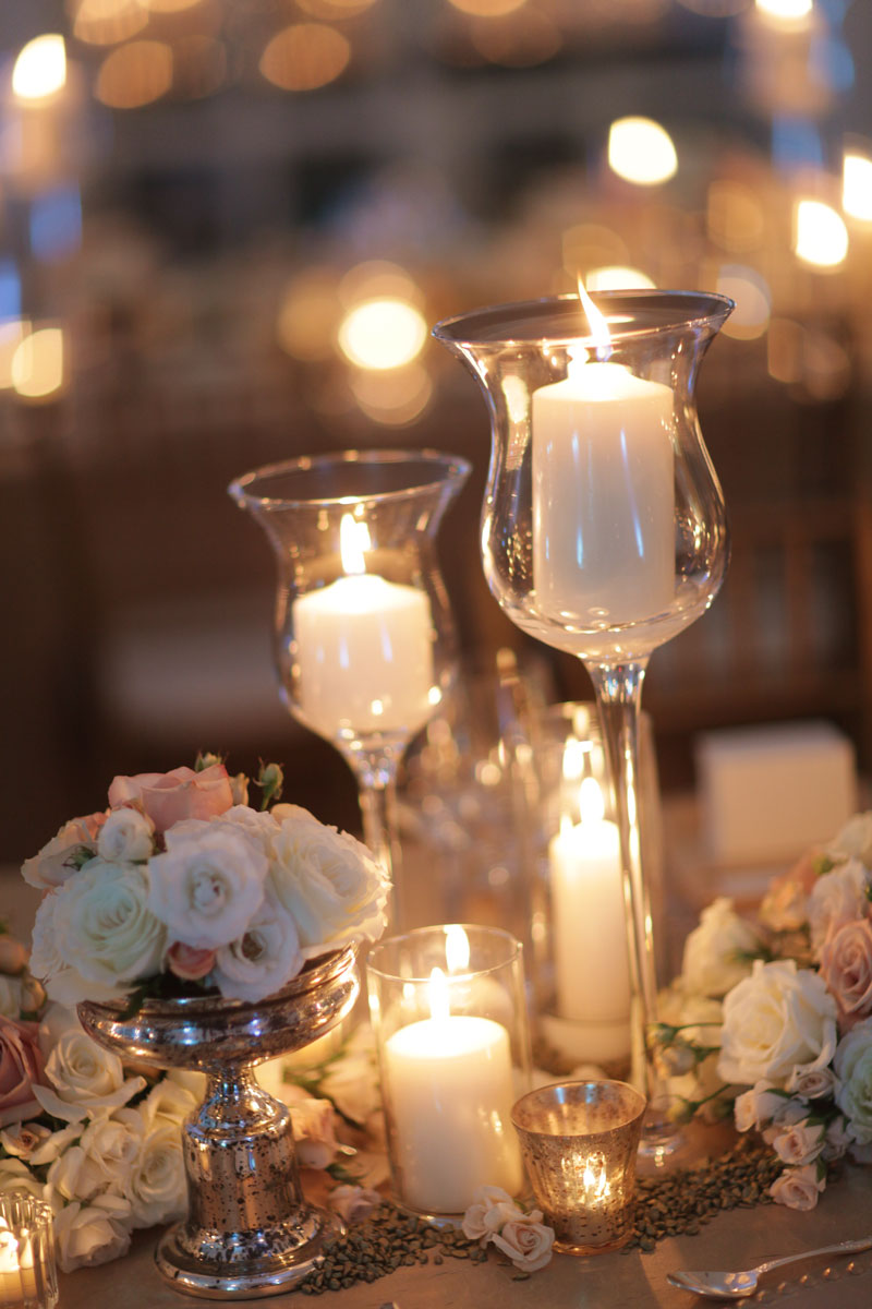 Романтический декор стола цветами
