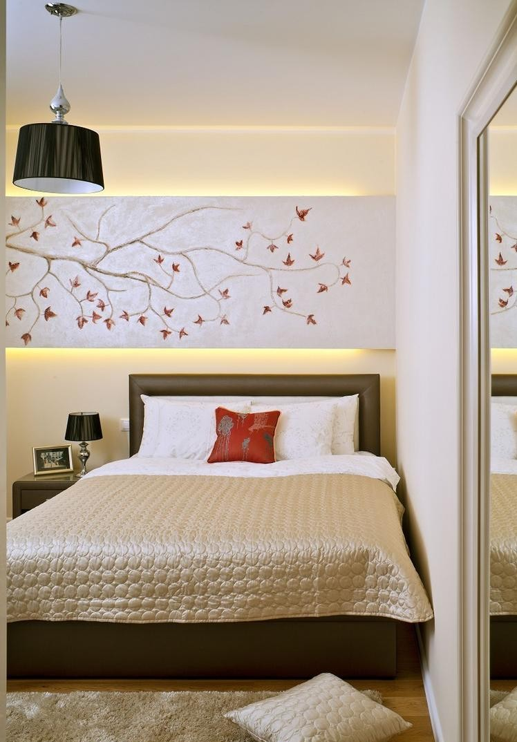 Комбинирование обоев с декором в спальне