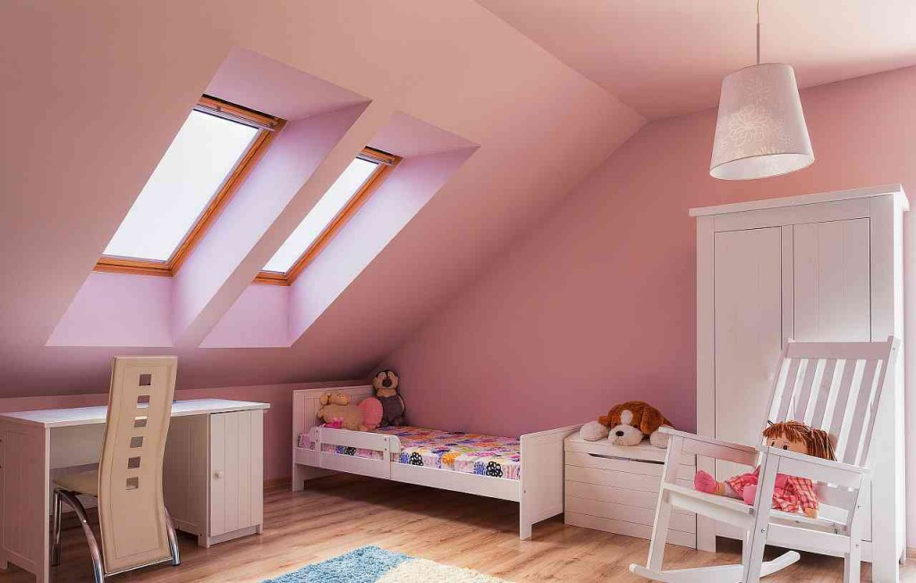 Уютная мансардная комната для девочки