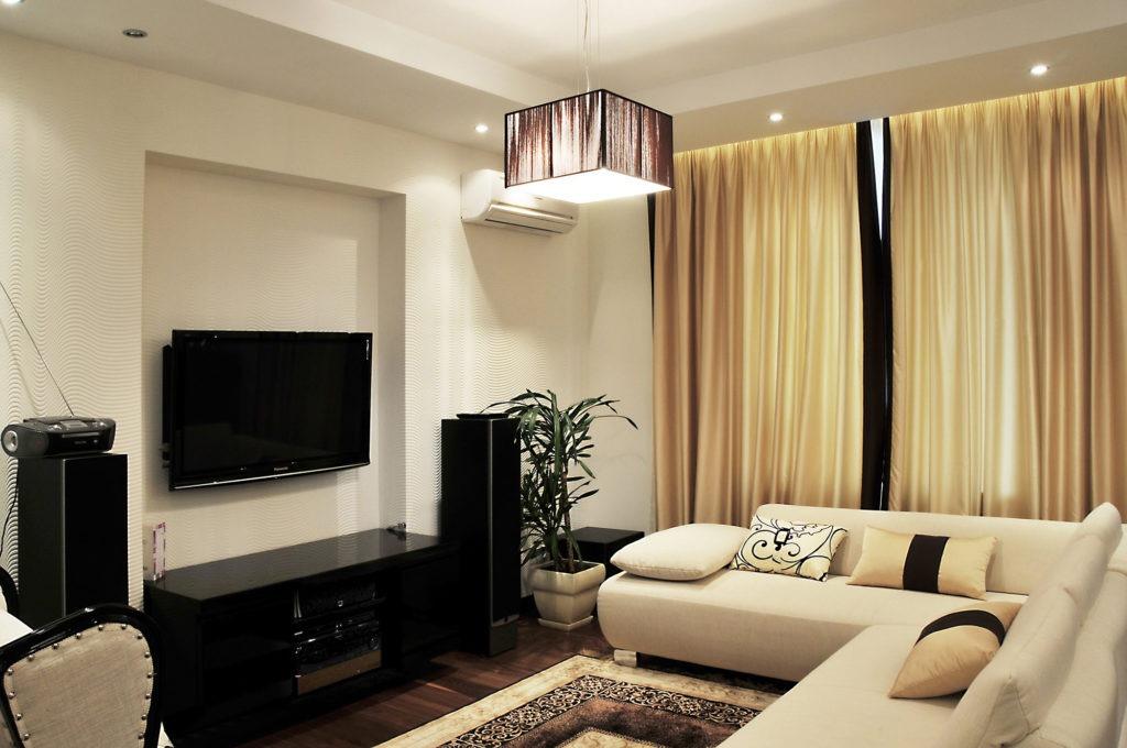 Дизайн гостиной в бежево-черных тонах
