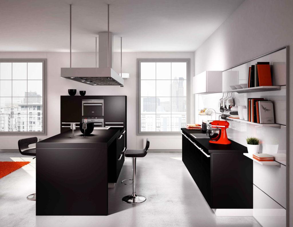 Черно-белая кухня с красными акцентами