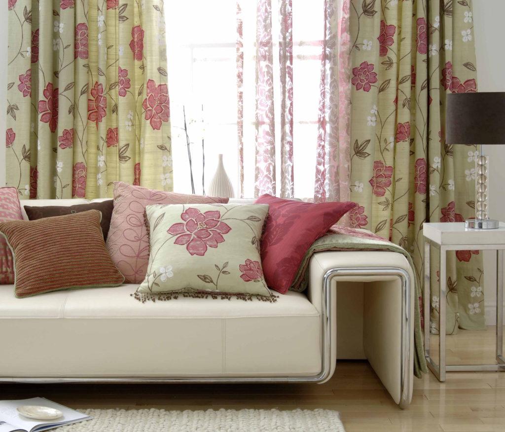 Красивые цветочные шторы для гостиной