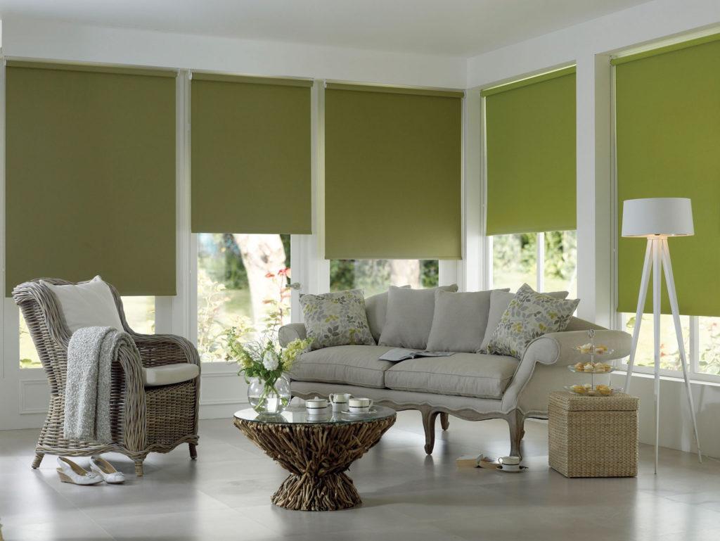 Зеленые рулонные шторы для гостиной