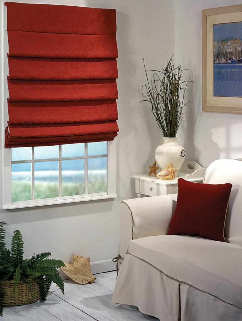 Красные римские шторы для гостиной