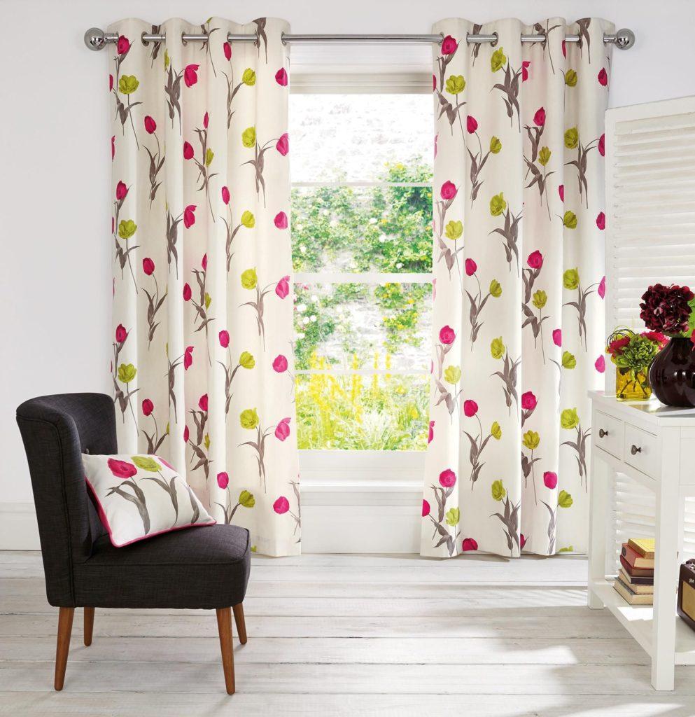 Красивые шторы на люверсах с цветочным рисунком для гостиной