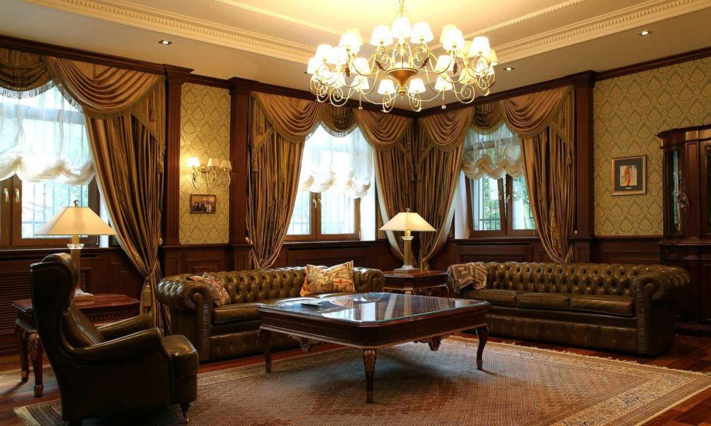 Коричневые шторы с ламбрекенами в классическом интерьере гостиной