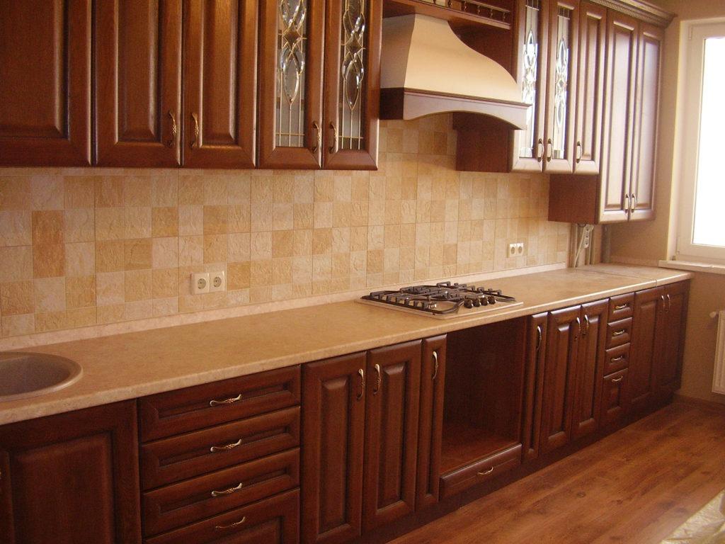 Элегантный деревянный фасад кухни
