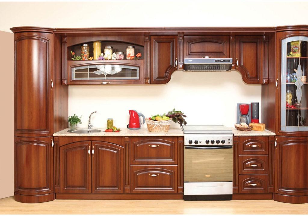 Кухня с гнутыми деревянными фасадами