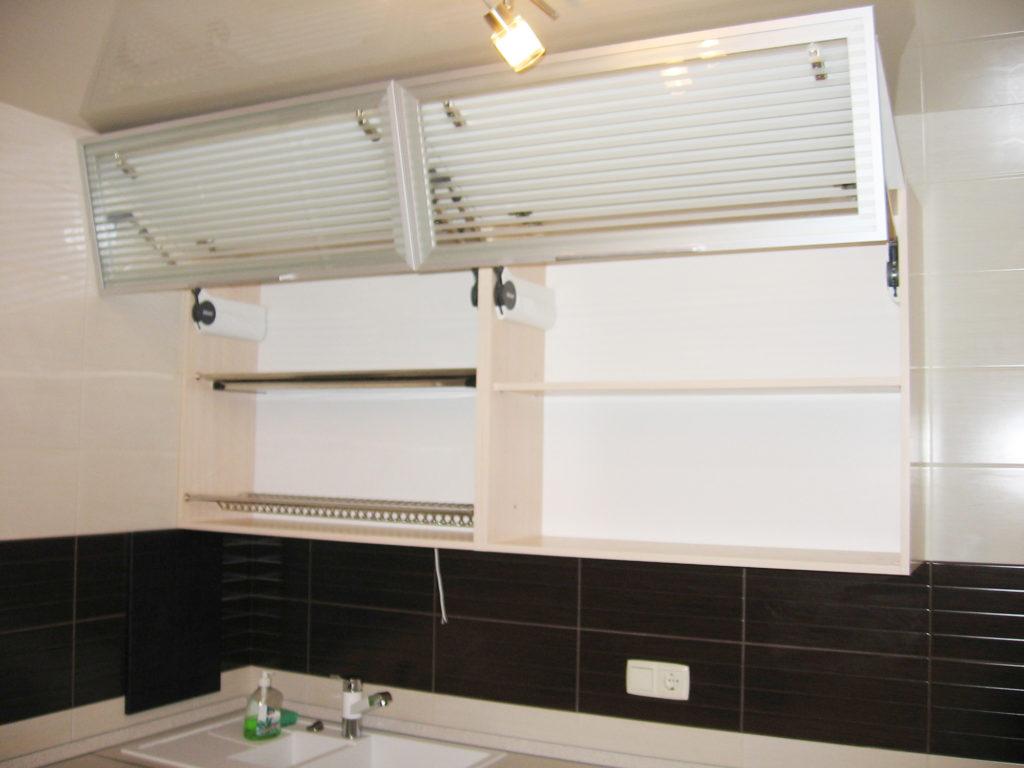 Фасад кухни с алюминиевыми элементами