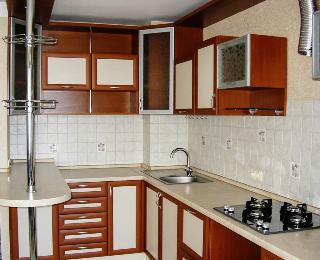 Фасад кухни с алюминиевыми профилями
