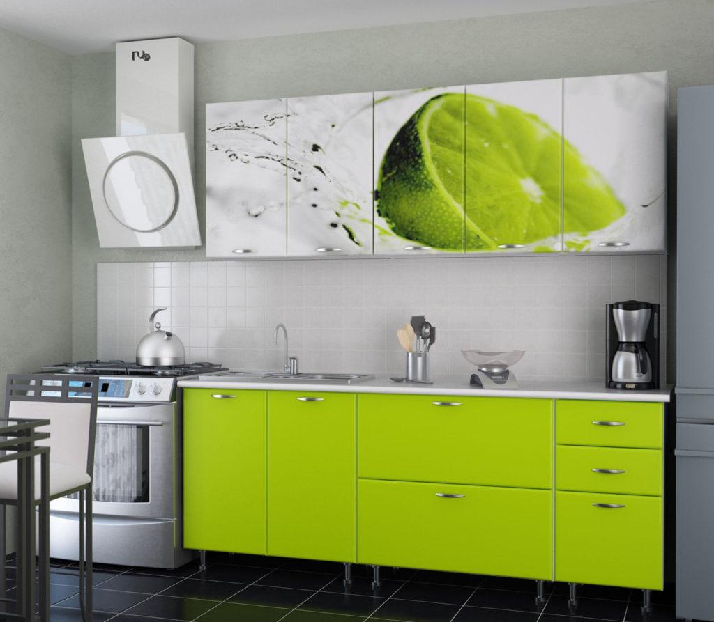 Кухня с яркой фотопечатью дольки лайма