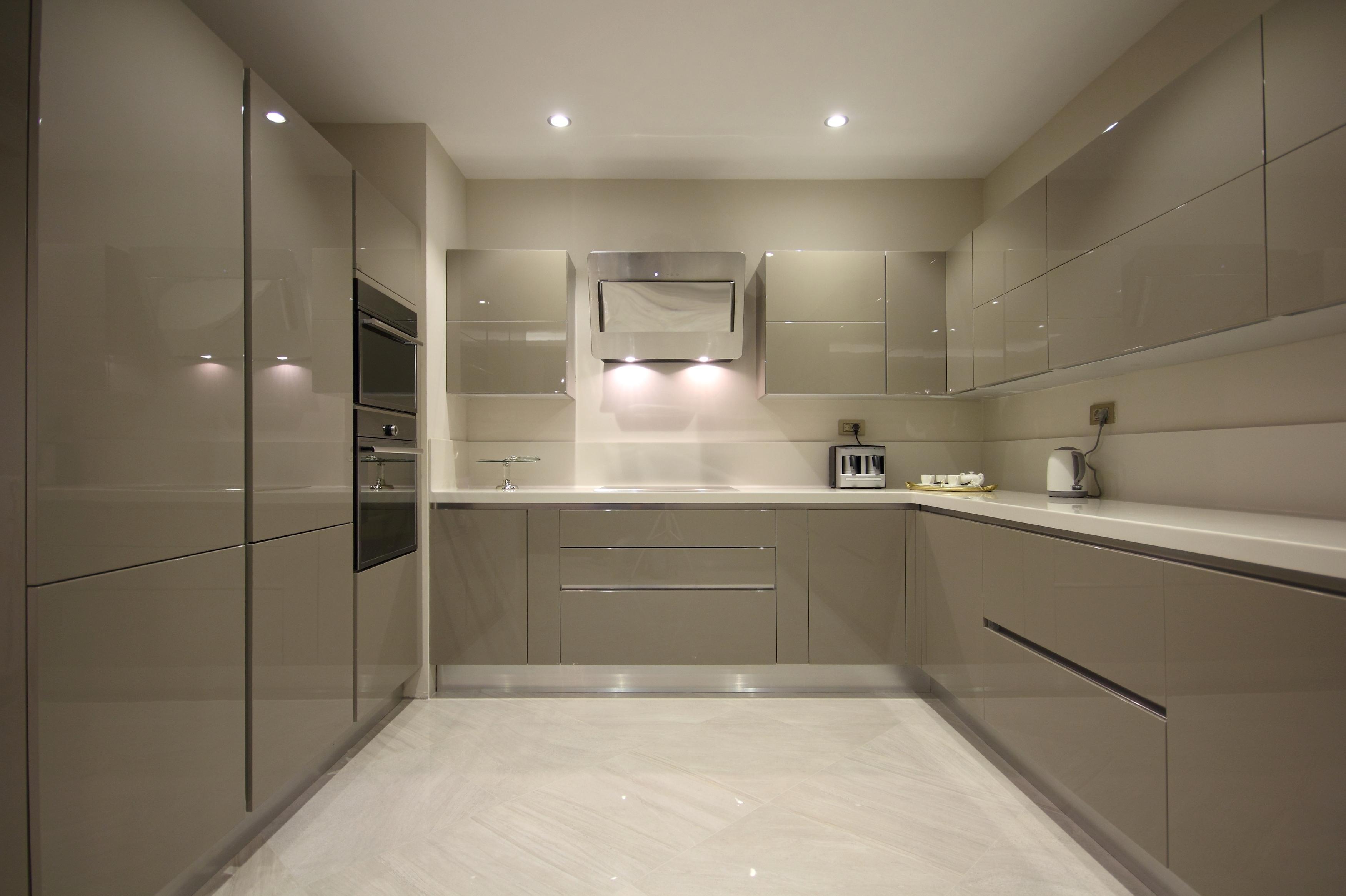 Серый глянцевый кухонный гарнитур