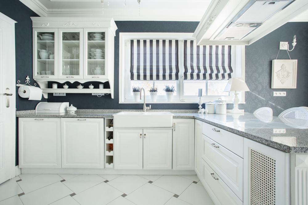Серые стены на кухне в классическом стиле
