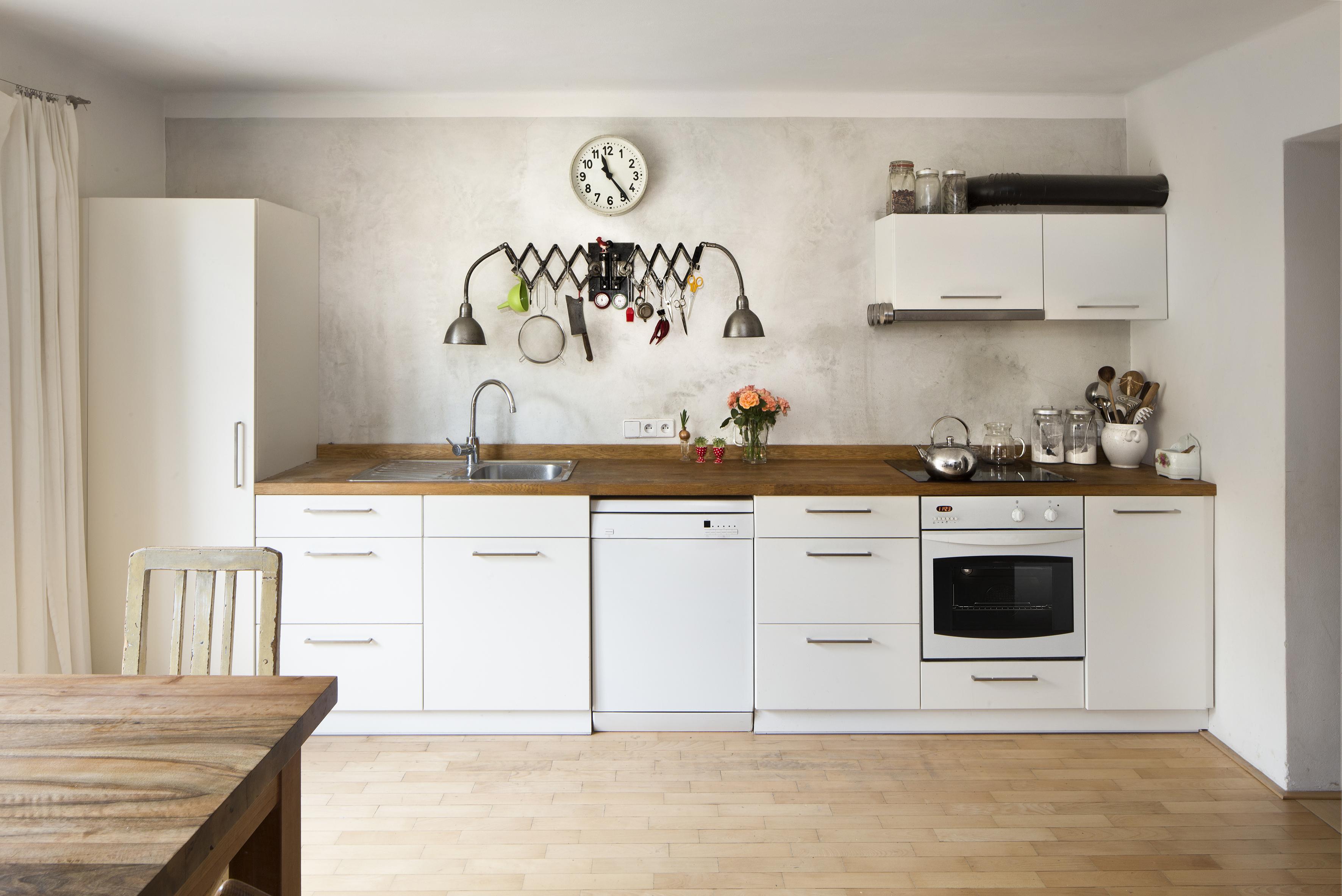 Светло серая кухня