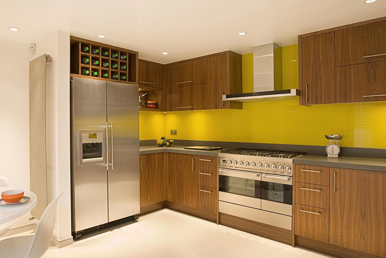 Расположение холодильника в интерьере кухни