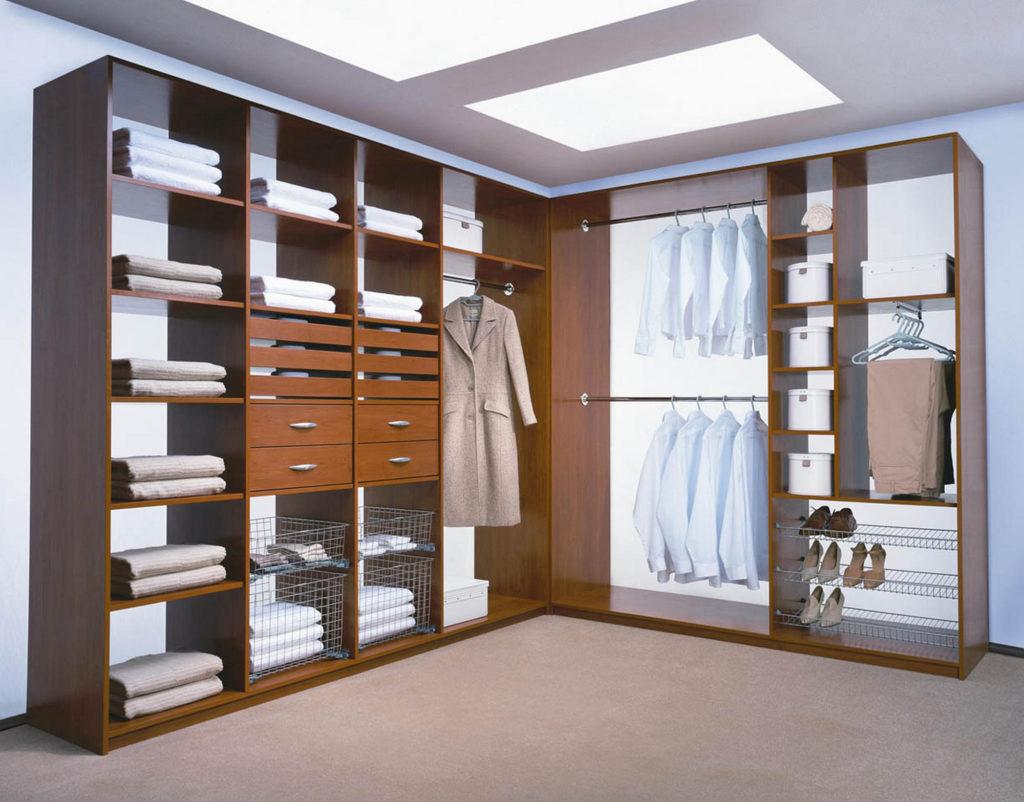 Открытая гардеробная, не занимающая много места