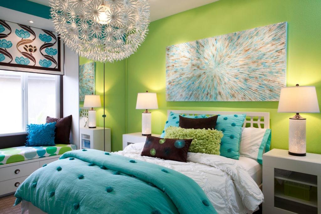 Комната для девочки подростка с ярким декором