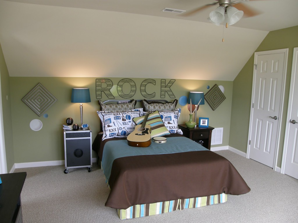 Комната для мальчика подростка в зеленых тонах
