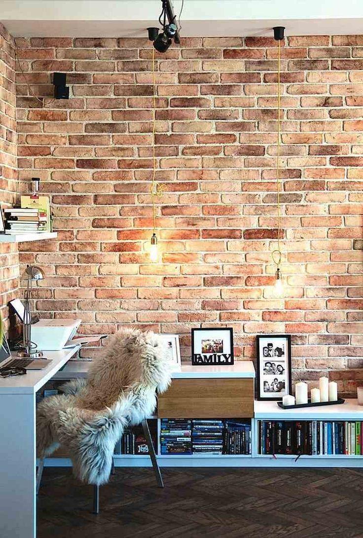 Кирпичная стена в кабинете