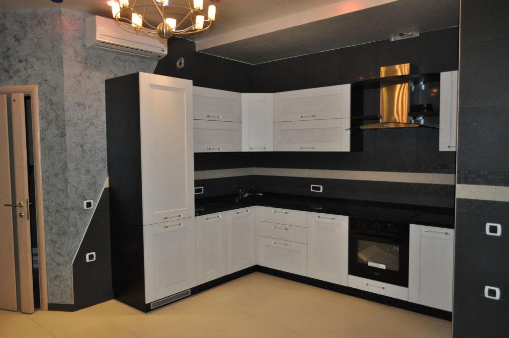 Замаскированный двухдверный холодильник