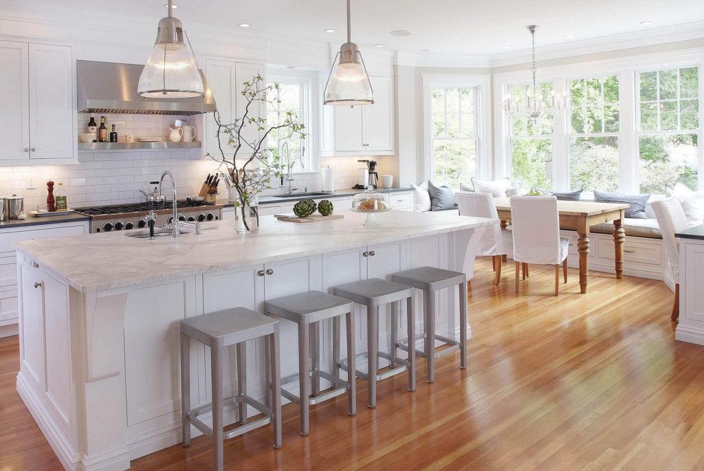 Светлая мебель поможет расширить любое пространство