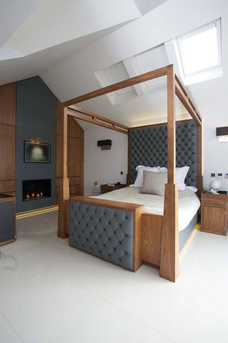 Спальня в мансарде с камином