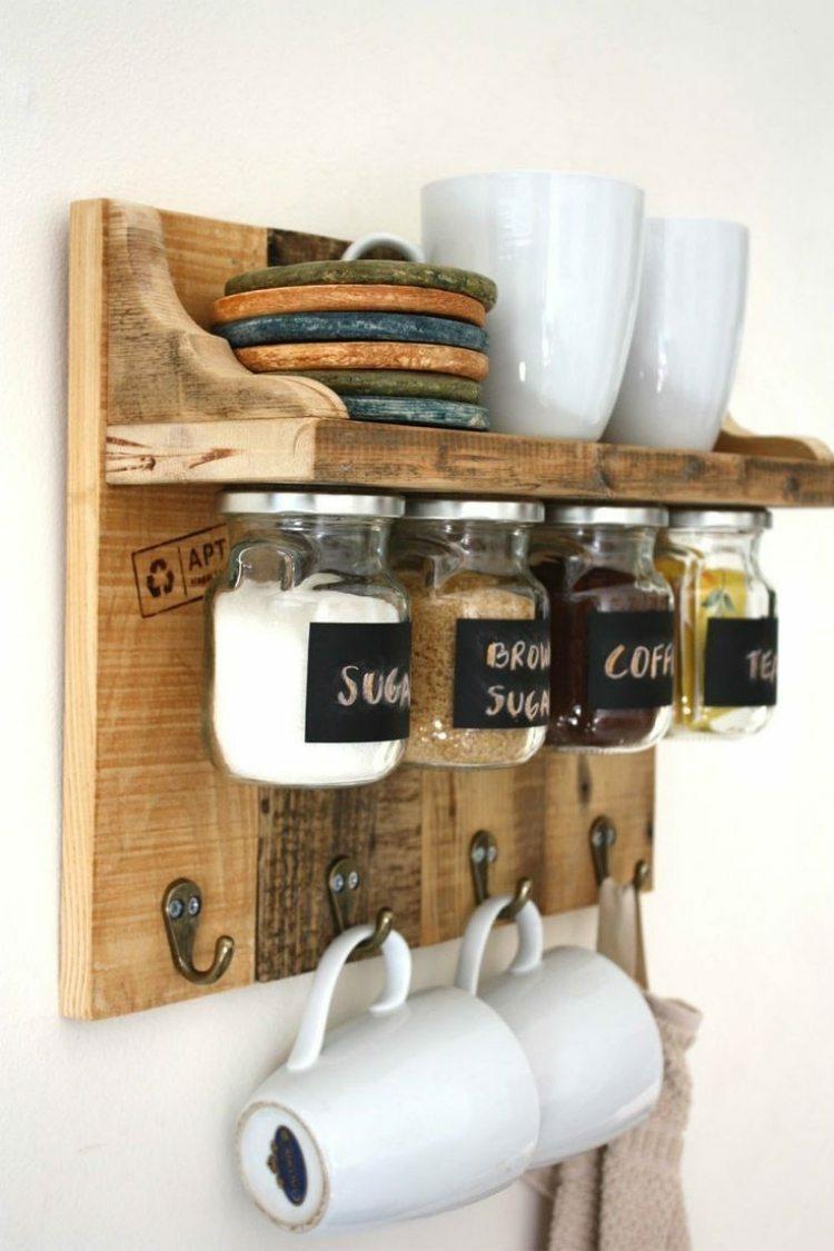 Полки на кухне в стиле кантри