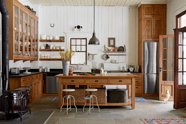 Расположение холодильника на кухне в стиле кантри