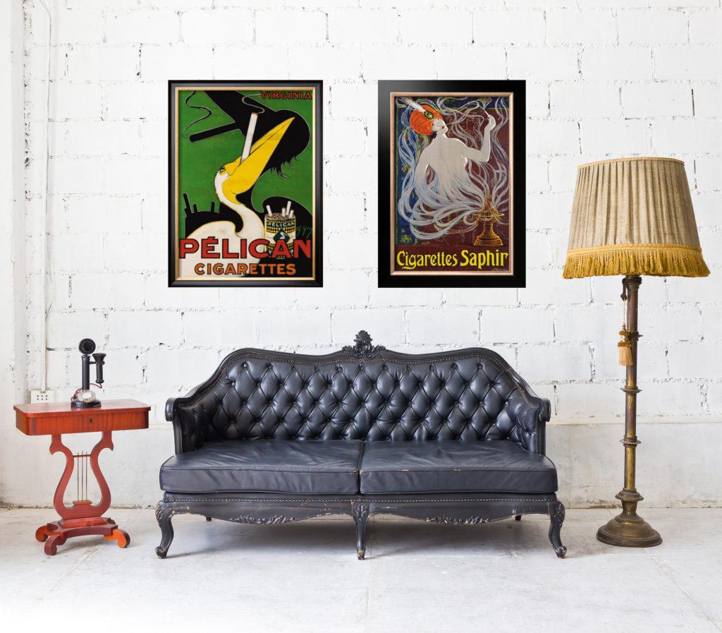 Старые постеры в интерьере гостиной