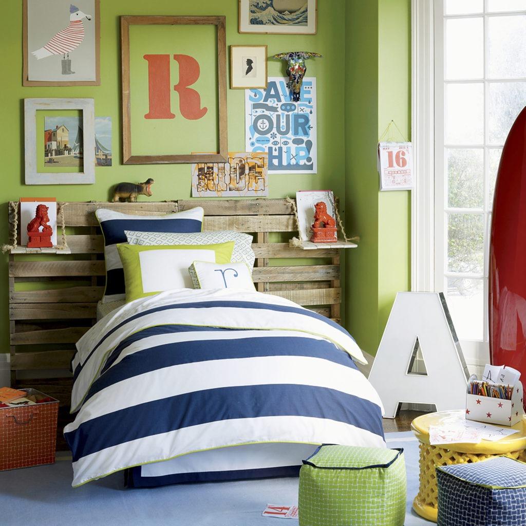 Яркие постеры в детской комнате
