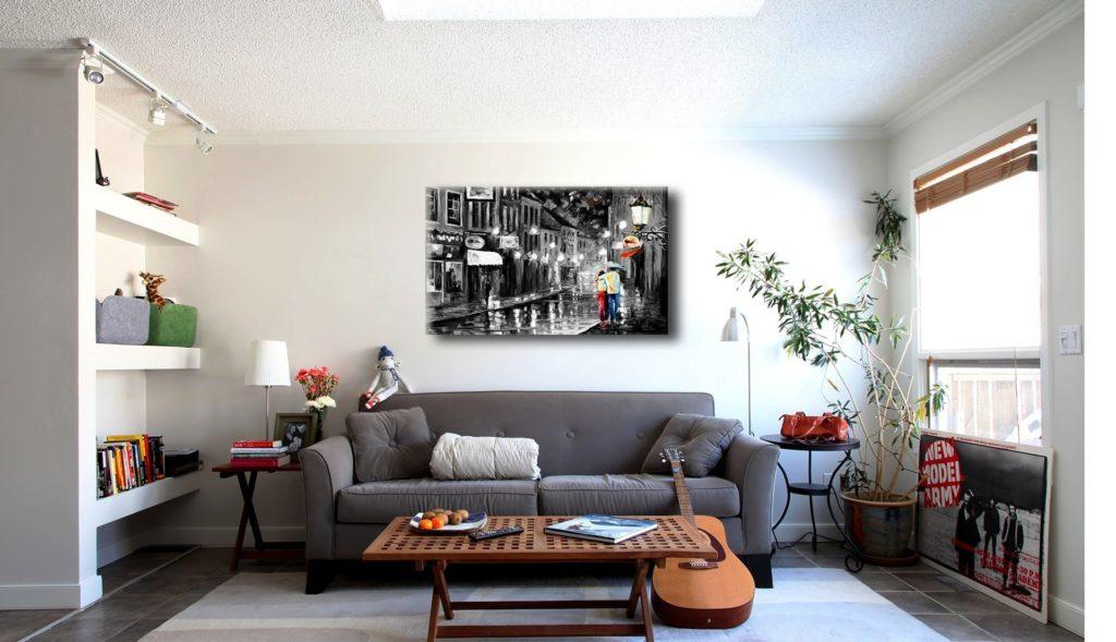 Картина в темных тонах в светлой гостиной