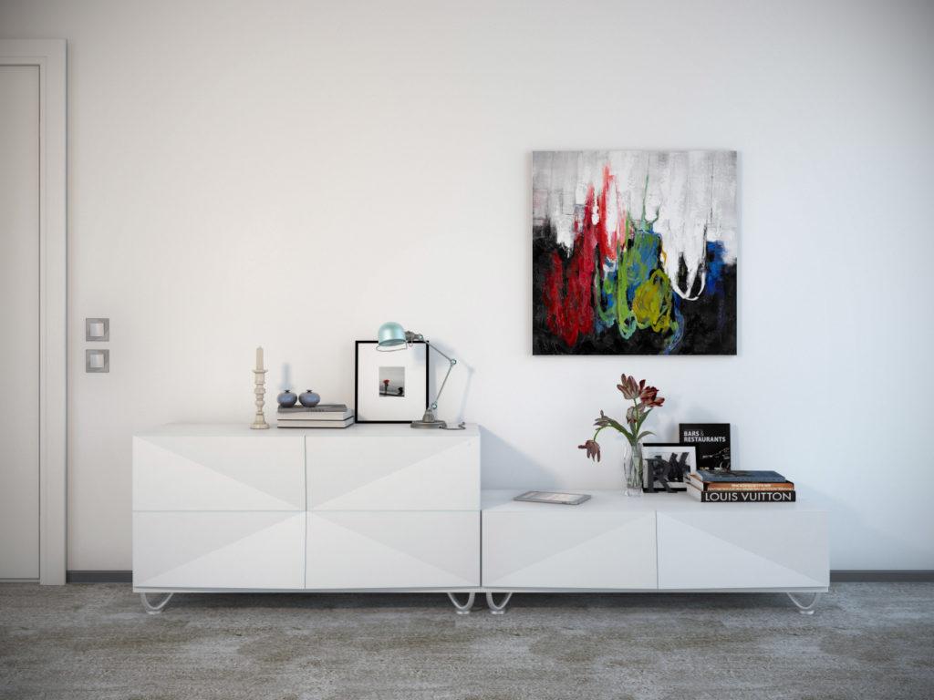 Яркая картина на белой стене