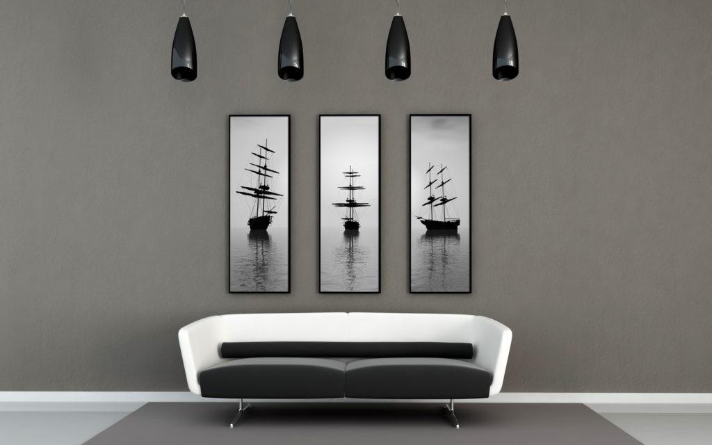 Триптих с коряблями на серой стене гостиной