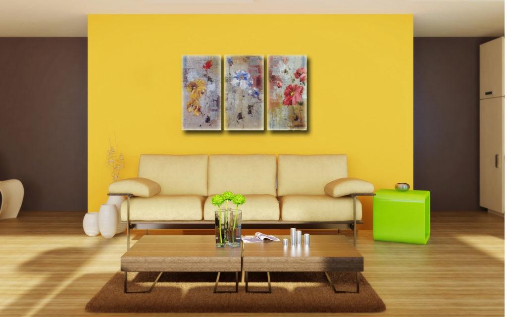 Триптих на желтой стене гостиной