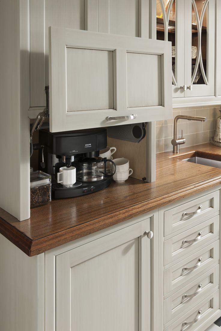 Компактное хранение кофеварки на кухне