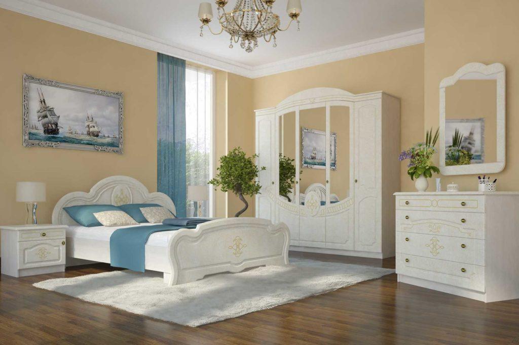 Светлая спальня с белым комодом