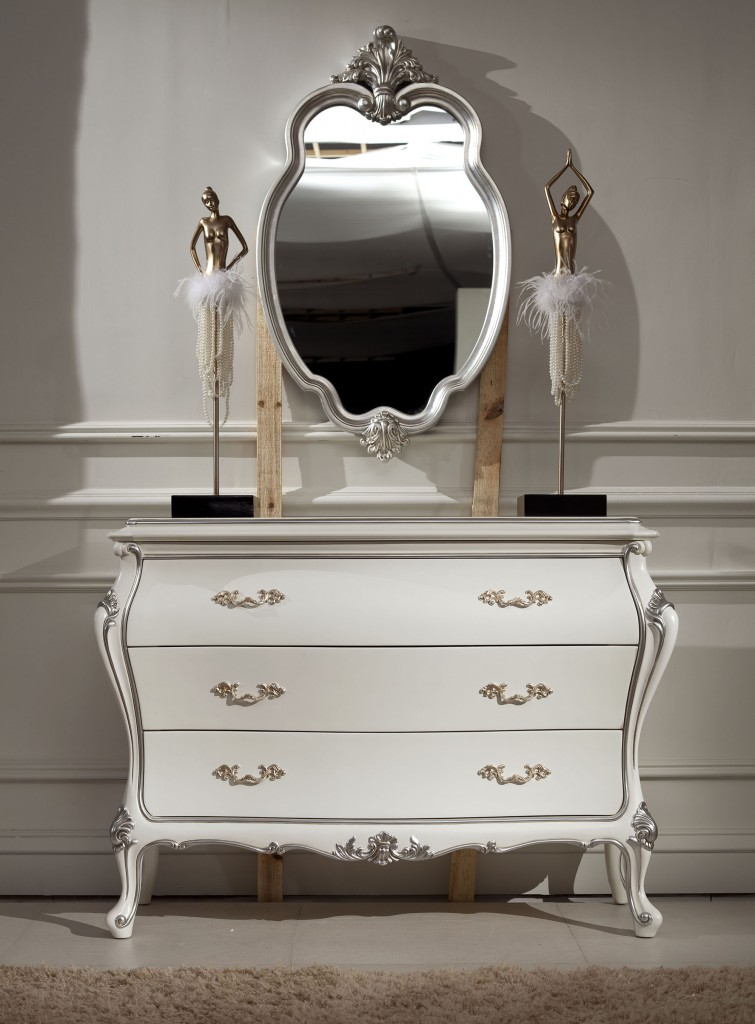 Белый комод в классическом стиле