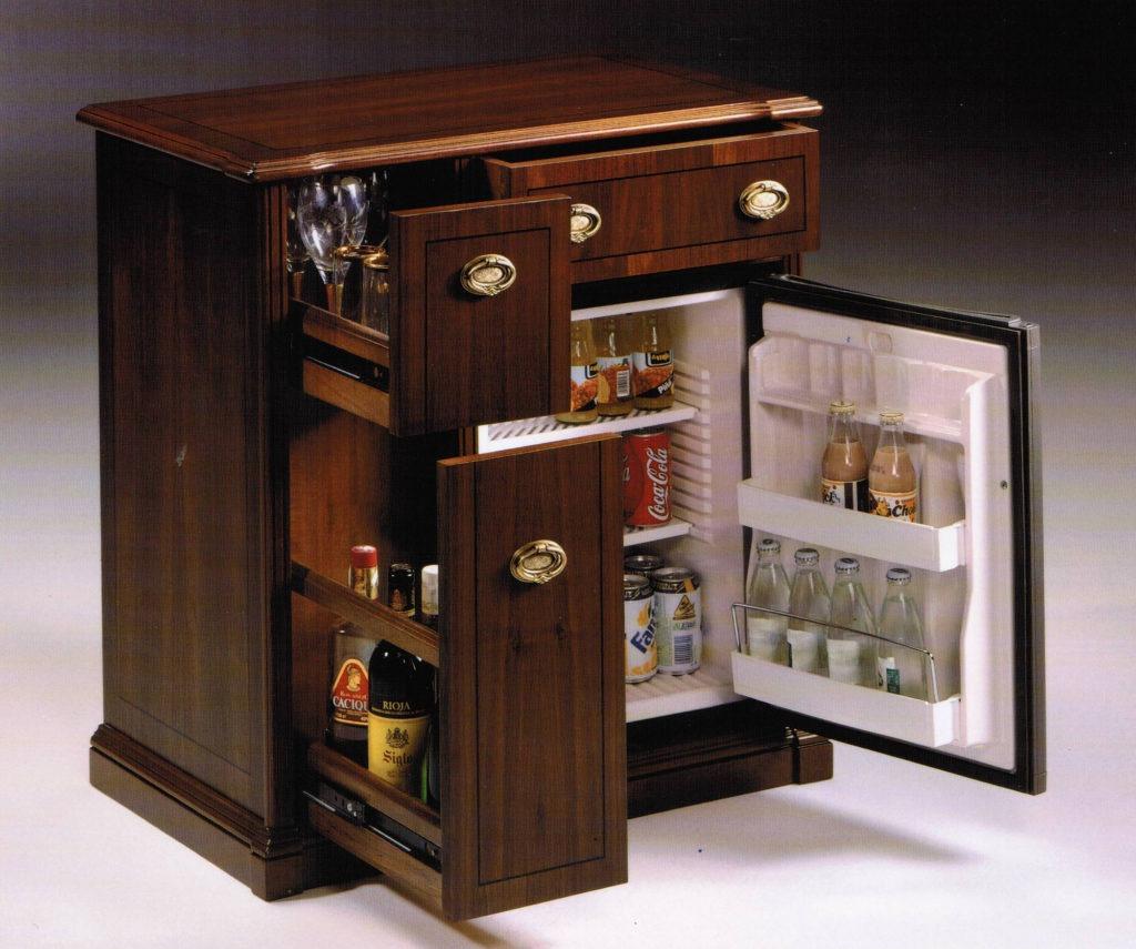 Небольшой комод-холодильник