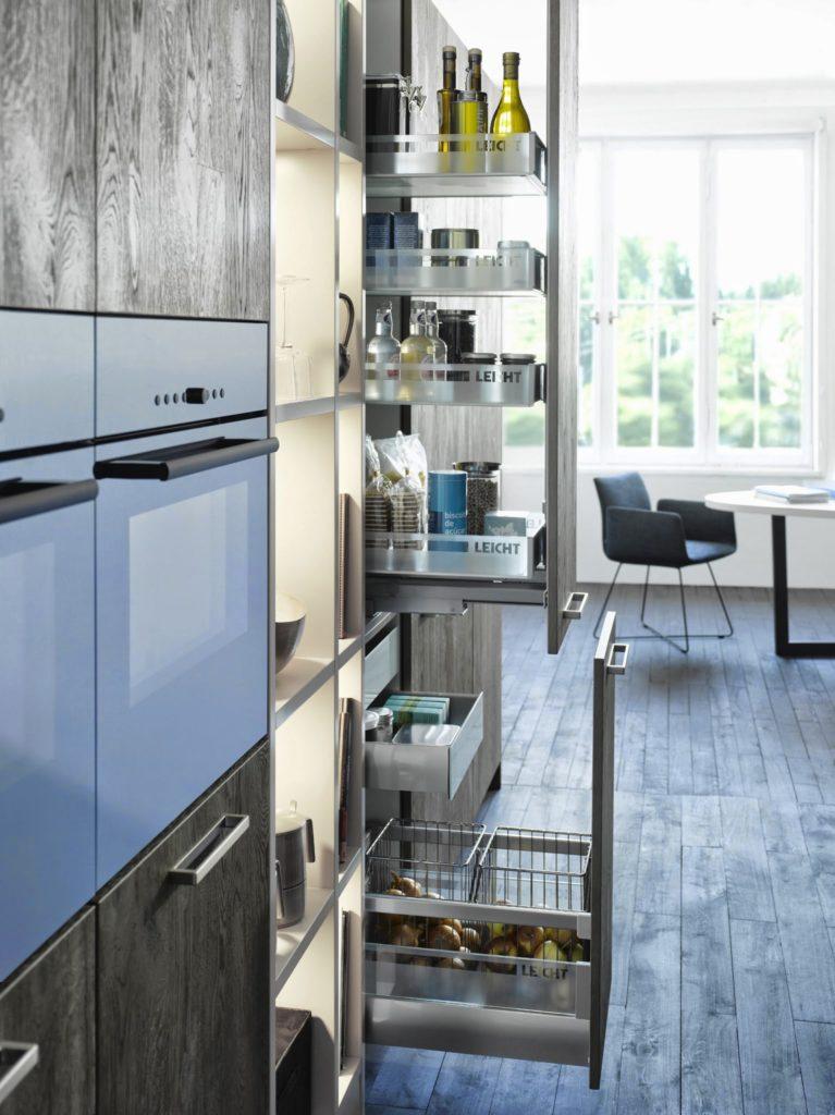 Выдвижные системы хранения на кухне
