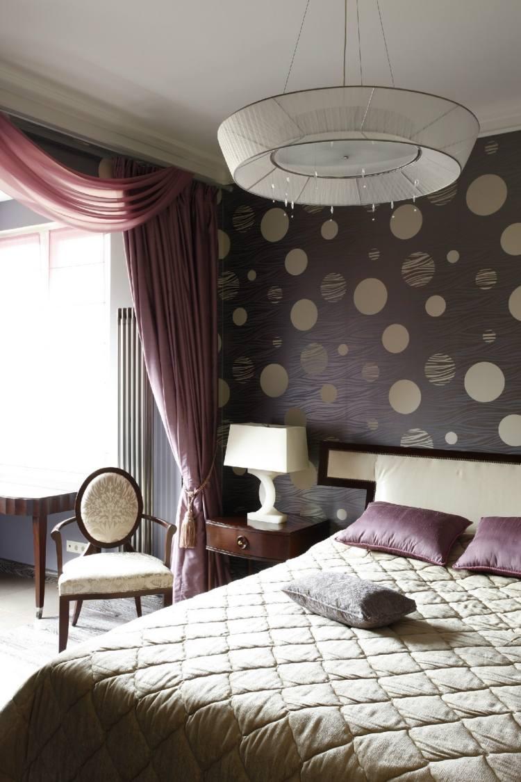 Комбинирование коричневых обоев в спальне