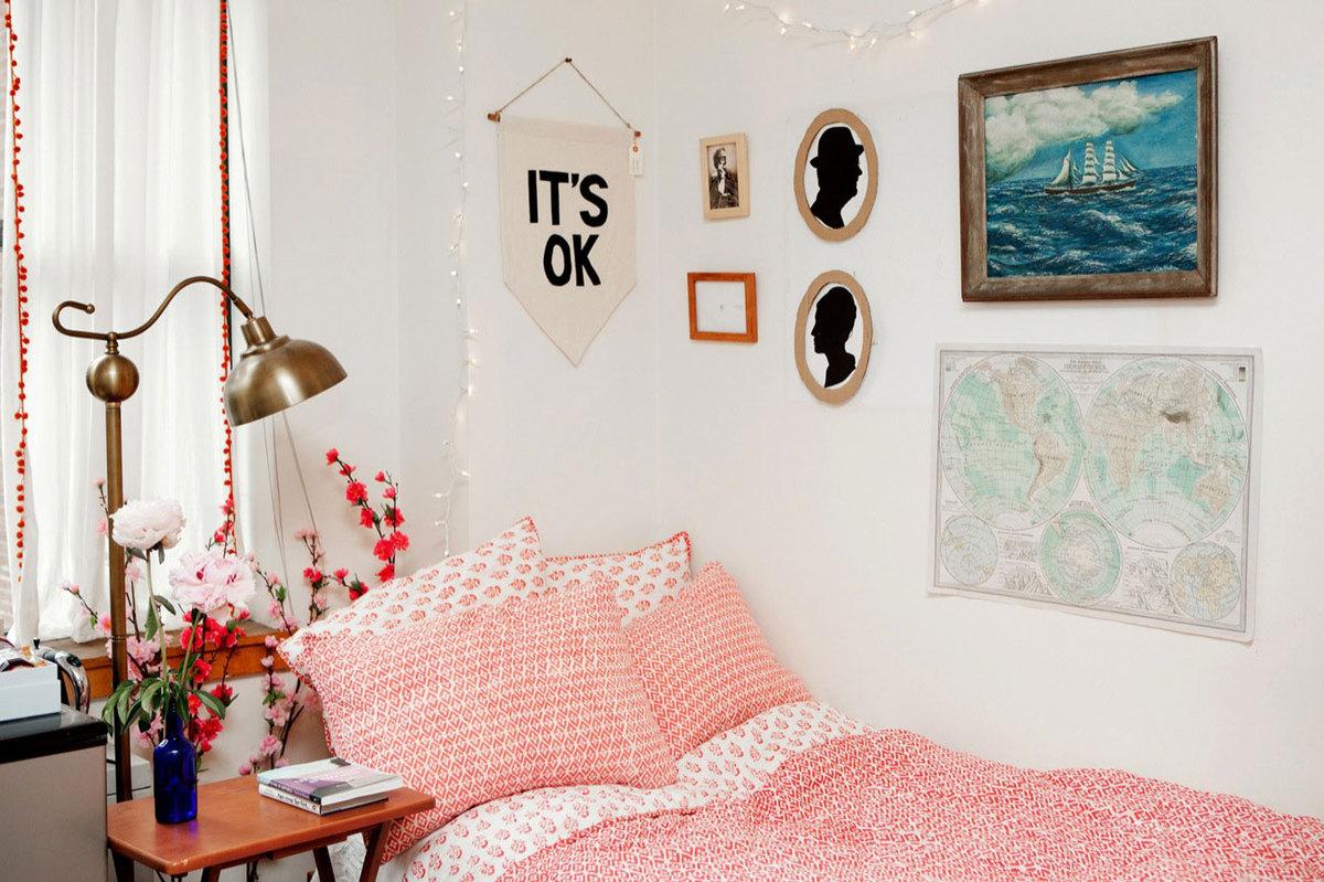 Картины в интерьере над кроватью