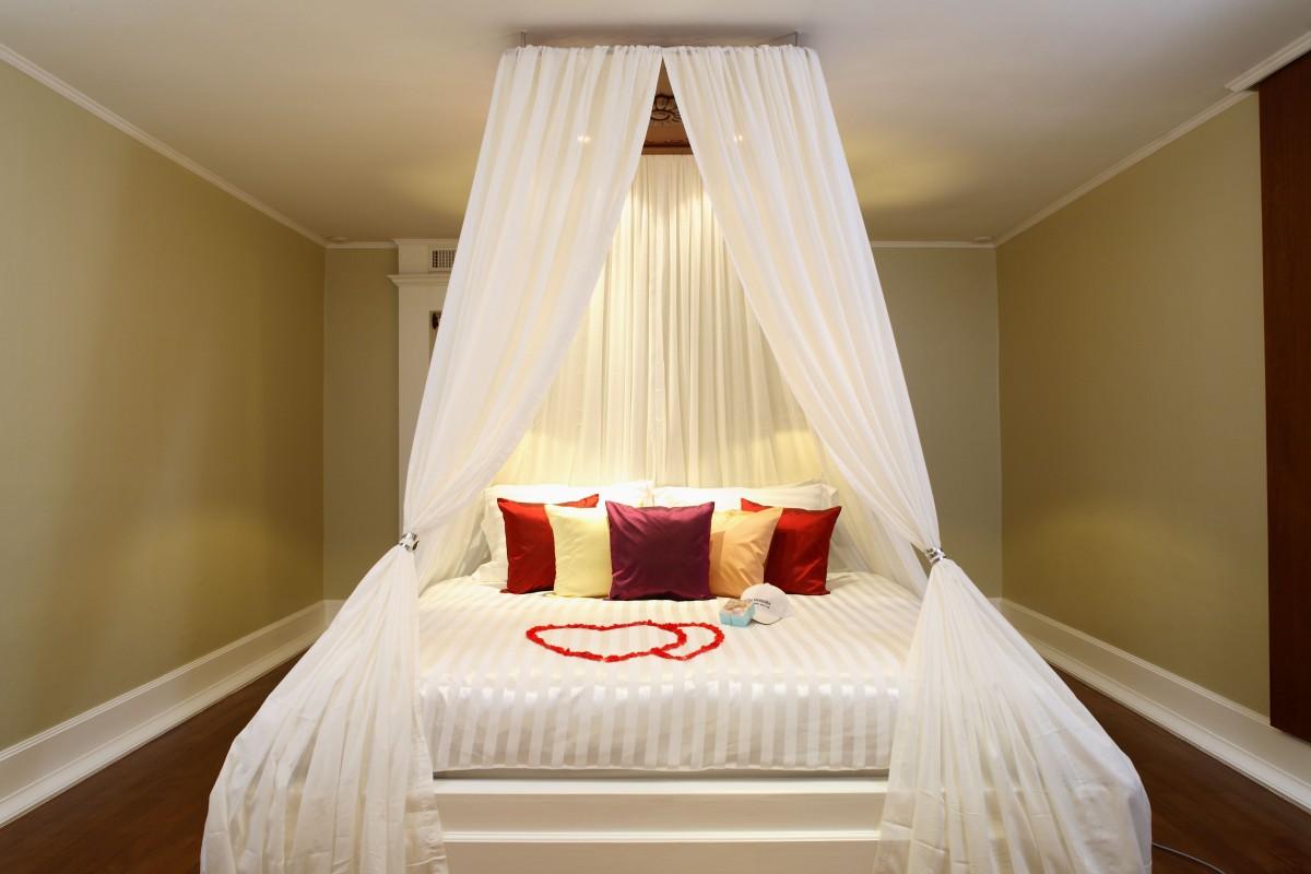 Романтический декор кровати