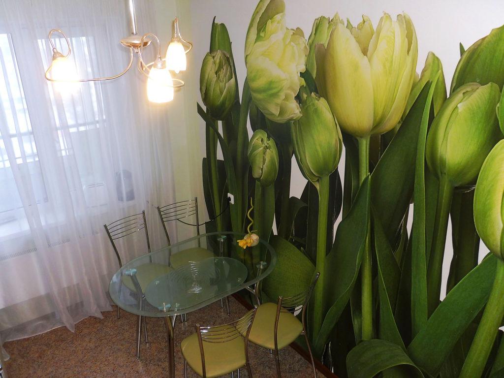 Цветочные 3d обои на кухне