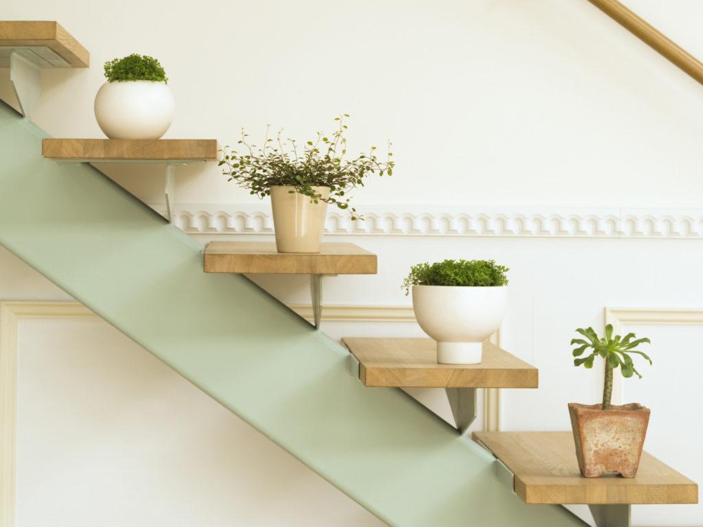 Небольшие деревянные полки для кухни