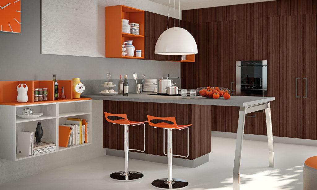 Коричнево-оранжевая кухня с островом