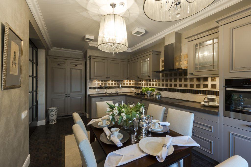 Классический кухонный гарнитур в серых тонах