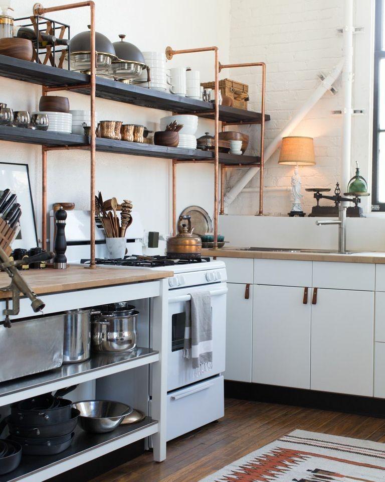 Кухня с полками в стиле лофт