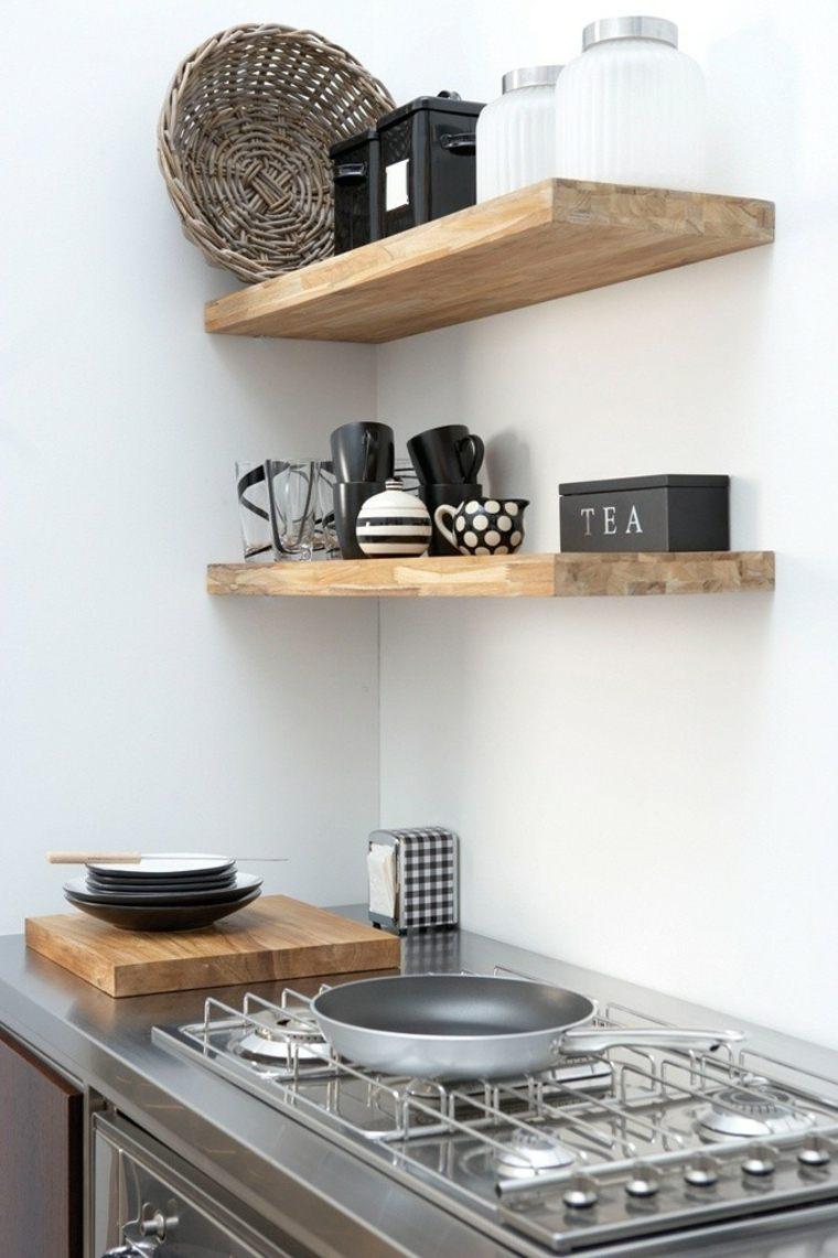 Кухня с полками из массива